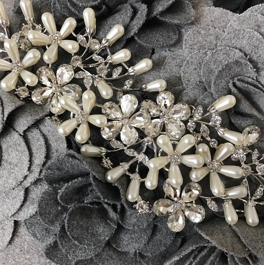 Silver Pearl Piece Hair Accessory Image 1