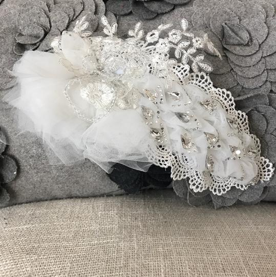 White Handmade Lace Piece Hair Accessory Image 1