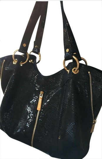 Preload https://img-static.tradesy.com/item/20765646/michael-kors-av-1408-black-and-gold-snakeskin-shoulder-bag-0-1-540-540.jpg