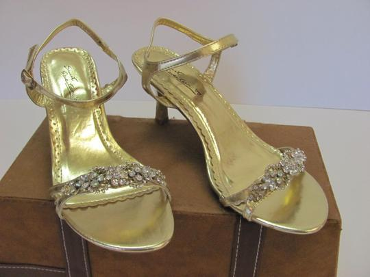 SWEET SEVENTEEN Size 8.00 M Rhinestones Condition Gold Formal Image 1