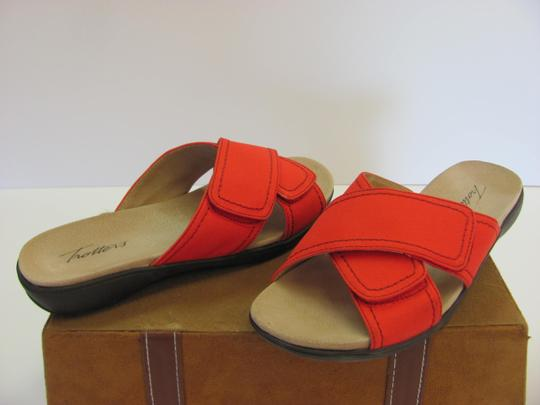 Trotters Brand Adjustable Straps Size 7.00 M Excellent Condition Red Flats Image 2