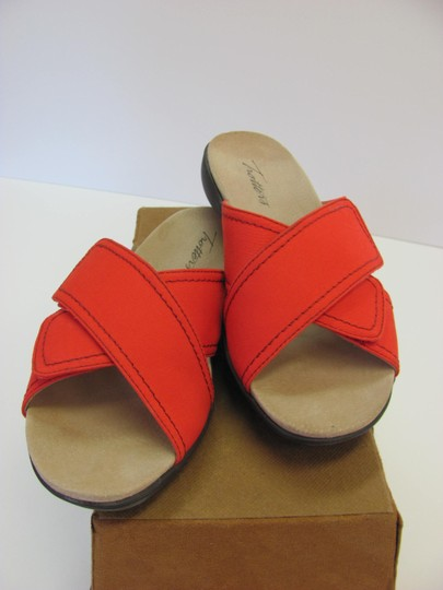Trotters Brand Adjustable Straps Size 7.00 M Excellent Condition Red Flats Image 3