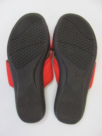 Trotters Brand Adjustable Straps Size 7.00 M Excellent Condition Red Flats Image 6