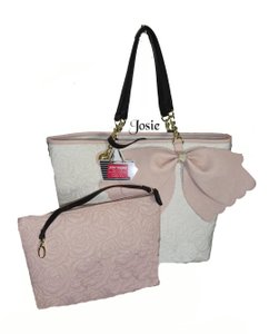 Betsey Johnson Extra Large Blush Bow Quilted Rose Pattern Tote in bone