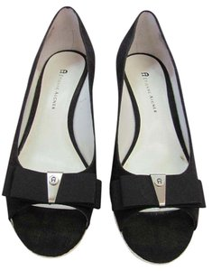 Etienne Aigner Size 8.50 M Nearly New Very Good Condition black, White Wedges