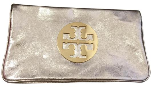 Preload https://img-static.tradesy.com/item/20766945/tory-burch-gold-leather-shoulder-bag-0-1-540-540.jpg