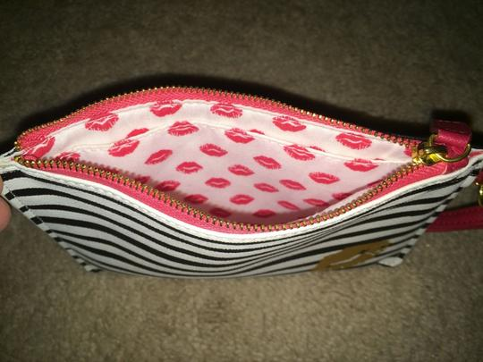 Francesca's Clutch Striped Lips Wristlet in Navy And White Image 1