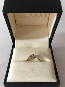 MOCIUN Mini Peak Ring with Reverse Set Diamond 14k white gold