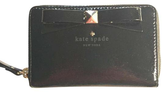 Preload https://img-static.tradesy.com/item/20768171/kate-spade-bow-front-zip-around-wallet-black-patent-leather-wristlet-0-1-540-540.jpg