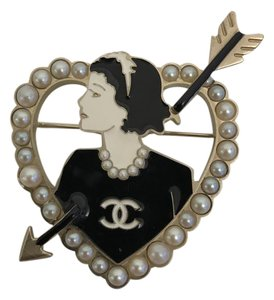 Chanel Coco Cupid Bow Heart Pin