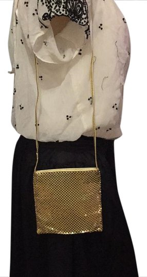 Preload https://img-static.tradesy.com/item/20768841/shakira-bagpurse-with-zip-top-small-size-gold-metal-mesh-fabric-shoulder-bag-0-1-540-540.jpg