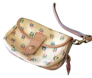 Dooney & Bourke Handy Wrist Strap & Heart Key Fob Chic And Trendy Wristlet in Cream/Multi