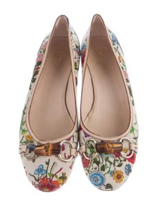 c150cd212c8 Women s Gucci Shoes - Up to 90% off at Tradesy