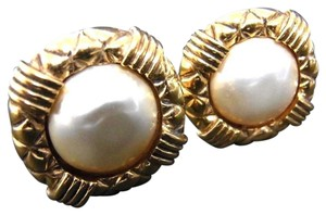 Chanel Chanel Pearl Clip-on Earring Gold Tone