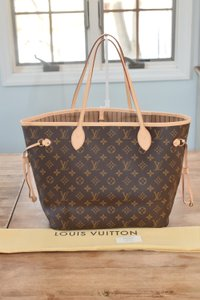 Louis Vuitton Lv Neverfull Mm Neverfull Gm Tote in Monogram w/ beige lining