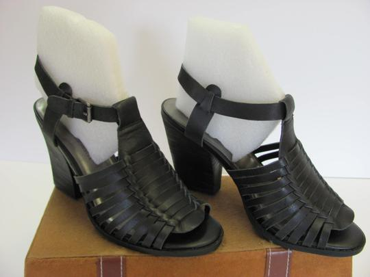 Very Volatile Leather Size 8.00 M Good Condition Black Sandals Image 1