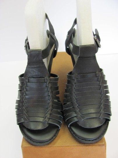 Very Volatile Leather Size 8.00 M Good Condition Black Sandals Image 2