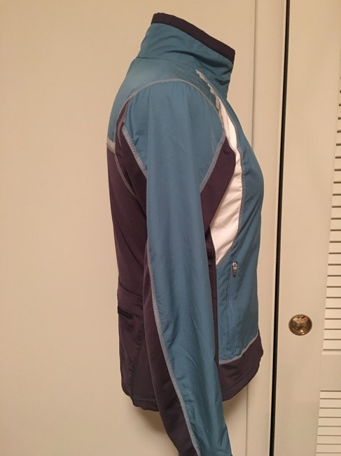 The North Face Front zippered, thumb loop,zippered side pockets, back zippered pouch Image 4
