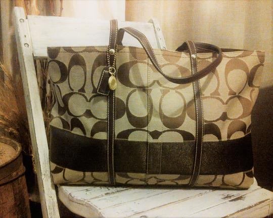 Coach Canvas Signature Bags Tote in Brown / Tan Image 1