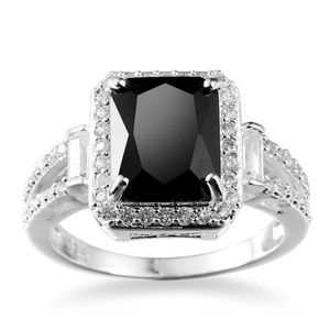 9.2.5 Gorgeous black and white sapphire square cocktail ring size 7