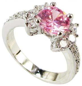 9.2.5 Unique shaped pink ice cocktail ring size 6