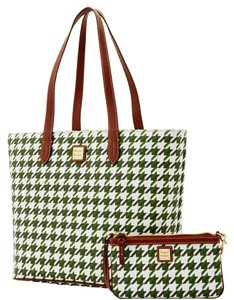 Dooney & Bourke Wristlet & Large Zip Tote in GREEN
