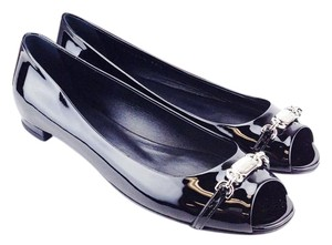 Gucci Peep Toe Nameplate Patent Leather Heel Black Flats