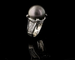 1 1/3 Ctw Diamond Ring With 7 1/3 Black Pearl In White Gold