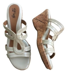 Söfft Nude Patent Leather Wedges