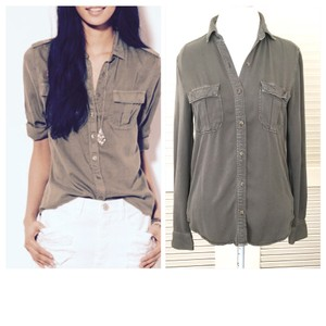 American Eagle Outfitters Button Down Shirt khaki