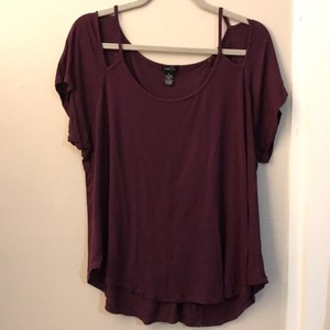 Rue 21 T Shirt Burgundy