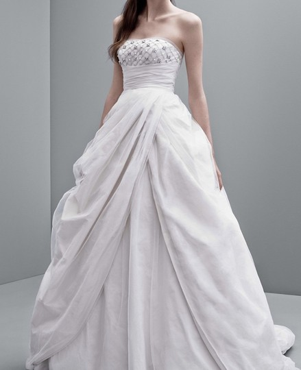 Princess Style Wedding Gowns: Vera Wang Dirty White Princess Style Feminine Wedding