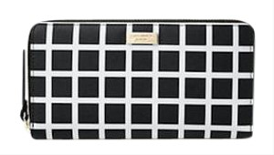 Kate Spade Vinyl Lacey Shore Street Wristlet in Black and White