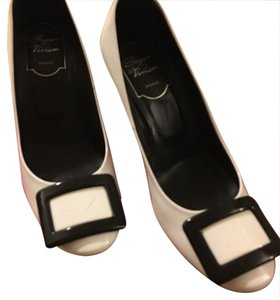 Roger Vivier black and white Pumps