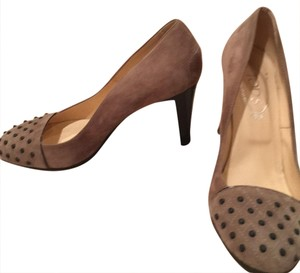 Tod's taupe suede Pumps