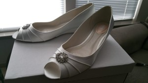 David's Bridal Light Ivory/White Dyeable Peep Toe with Rhinestone Ornaments Wedges Size US 11 Wide (C, D)