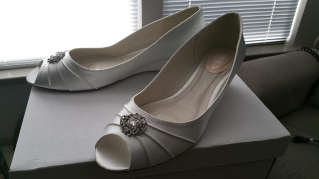 Item - Light Ivory/White Dyeable Peep Toe with Rhinestone Ornaments Wedges Size US 11 Wide (C, D)