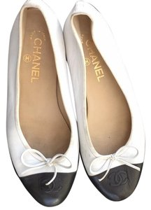 Chanel White w black Flats