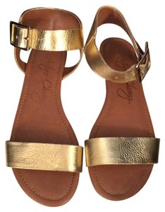 Arturo Chiang gold Sandals