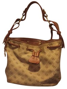 Dooney & Bourke Tote in brown