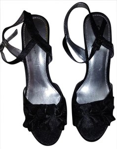 Fioni Satin 7.5 Open Toe black Pumps