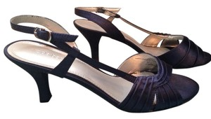 Liz Claiborne Navy Pumps
