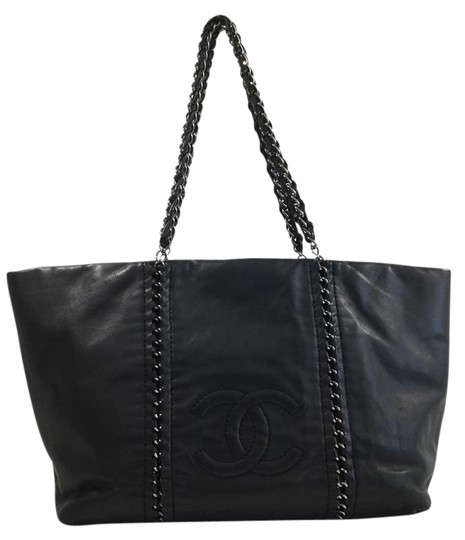 Preload https://item2.tradesy.com/images/chanel-chain-black-leather-tote-2078991-0-2.jpg?width=440&height=440