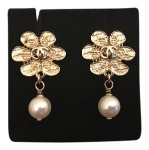 Chanel Chanel petal pearl earrings