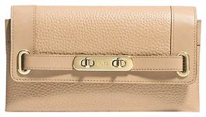 Coach SWAGGER WALLET in BEIGE PEBBLED LEATHER F53028 ENDING NOW