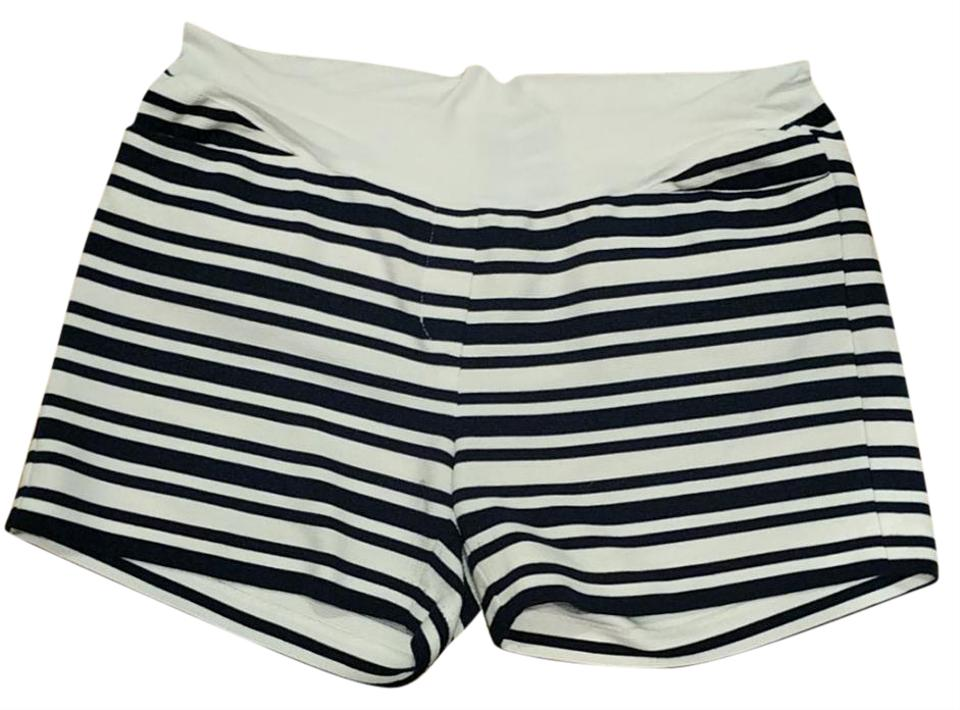 how to wear navy striped shorts
