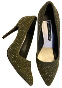 Alice + Olivia Moss green gold studs Pumps