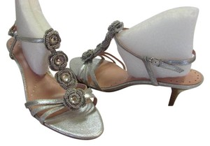 Richard Tyler New Size 9.50 Excellent Condition Silver Sandals