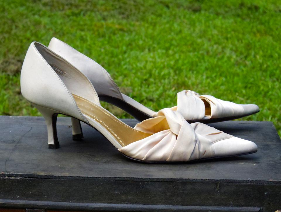 Neutral Whisper Taupe Faintest Blush Undertone A Ellen Tracy Of Cream Heels with Satin Formal Pink wvtWq8qnE