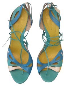 BCBGMAXAZRIA blue green white Pumps